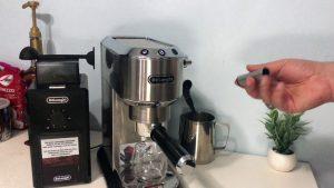 تحضير القهوة في ماكينة ديلونجي
